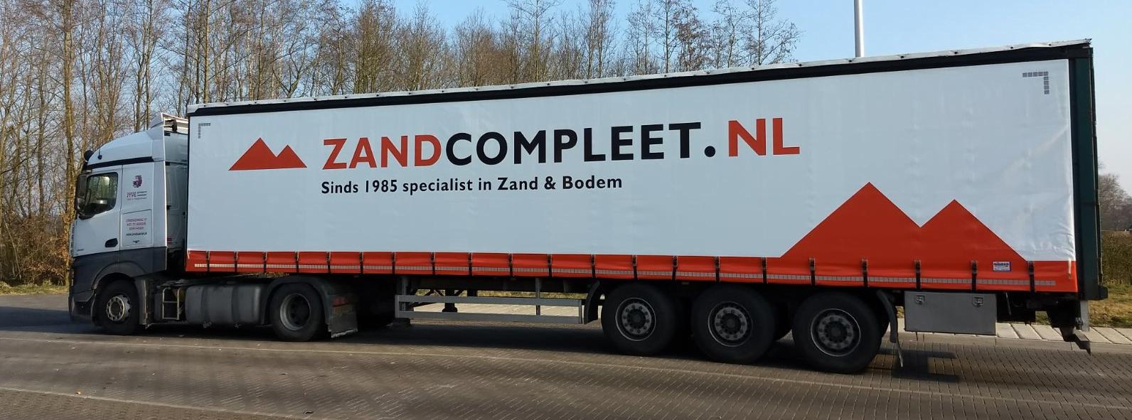 vrachtwagen zandcompleet